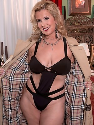 Hottest horny mature milf let's