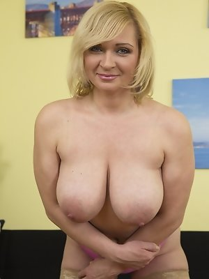 Hot busty mature women gallery